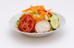 Свежий салат в шаре: brocoli, морковь, rabanito, огурец Стоковое Изображение