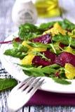 Свежий салат от зеленых цветов, бураков и апельсина Стоковое фото RF