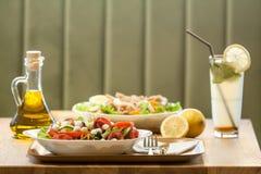 свежий салат плит Стоковое фото RF