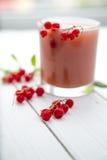 Свежий сок красной смородины в стекле Стоковое Изображение RF