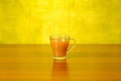 Свежий сок персика в стекле Стоковые Изображения RF