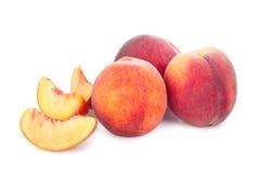 Свежий сочный персик на белой предпосылке Стоковое фото RF