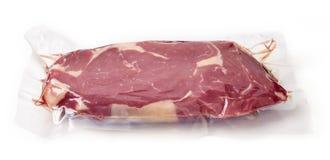 Свежий стейк говядины для sous vide варя, изолированный на белизне стоковые фото