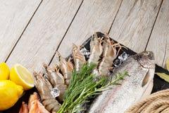 Свежий сырцовый продукт моря с специями Стоковые Фотографии RF