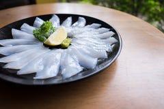 Свежий сырцовый сасими кальмара на плите Стоковые Фото