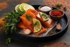 Свежий сырцовый Salmon стейк Стоковые Изображения