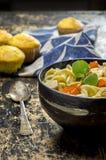 Свежий сделанный горячий суп лапши цыпленка Стоковое фото RF