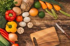 Свежий фрукт и овощ Взгляд сверху с космосом экземпляра Стоковая Фотография RF