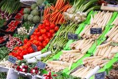 Свежий фрукт и овощ для продажи на уличном рынке, rhubarbs Стоковое фото RF
