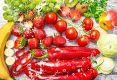 Свежий фрукт и овощ с водой Стоковые Фото