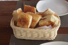Свежий хлеб на деревянной таблице Стоковое Фото