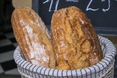 Свежий хлеб в корзине Стоковое Фото