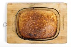 Свежий хлеб в стеклянном взгляд сверху лотка стоковое фото