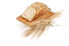 Свежий хлеб и пшеница на белизне Стоковая Фотография