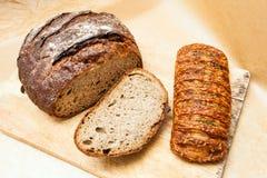 Свежий хлеб и плюшка Стоковая Фотография