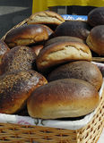 Свежий хлеб на рынке фермеров стоковые изображения rf