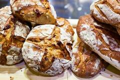 Свежий хлеб с коркой стоковые фото