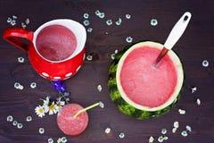 Свежий шар питья арбуза, питье в стекле и некоторые свежие Стоковое Изображение