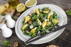свежий шпинат салата плиты Стоковое Изображение RF