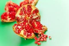 свежий pomegranate стоковые изображения
