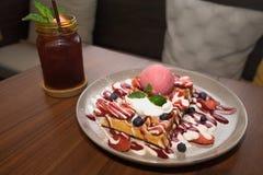 Свежий waffle голубики клубники Стоковые Изображения