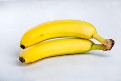 2 свежих зрелых желтых банана Стоковое фото RF