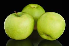 3 свежих зрелых зеленых яблока Стоковое Фото