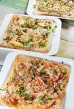 3 свежих пиццы на таблице в кафе Стоковая Фотография