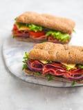 2 свежих сандвича на керамической доске Стоковое Изображение RF