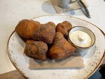 Свежо испеченное печенье сахара циннамона стоковое изображение rf