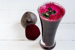 Свекловичный сок Диета овощи сока Свежий свекловичный сок стоковые изображения