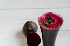 Свекловичный сок Диета овощи сока Свежий свекловичный сок стоковая фотография