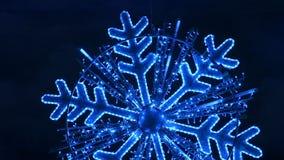 Сверкная изолированная снежинка видеоматериал