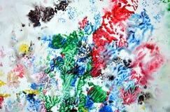 Сверкная красные зеленые красные черные серые голубые розовые цвета и оттенки Абстрактная влажная предпосылка краски Пятна картин стоковая фотография
