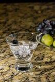 Сверкная напиток на льде с плодоовощ Стоковая Фотография