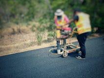 Сверлить для дорожного покрытия асфальта стоковые фото