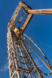 Сверлить нефтяную скважину в нефтяном месторождении нефти и газ в арктике стоковая фотография rf