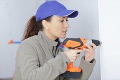Сверлить работника женщины wal стоковое изображение rf