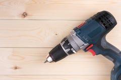 Сверло плоского положения бесшнуровое на деревянных досках с космосом экземпляра Стоковые Фото