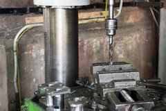 Сверля машина Буровой наконечник установлен в патрон для зажимания сверла Стоковое Фото