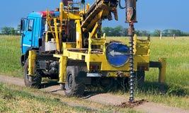 Сверля машина производит инженерство и геологические обзоры для дизайна и конструкции структур Стоковое фото RF