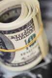 Сверните 100 долларовых банкнот Американская банкнота денег Стоковые Фотографии RF