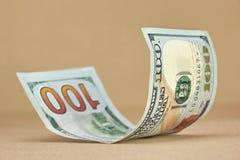 Свернутая новая долларовая банкнота американца 100 Стоковое фото RF