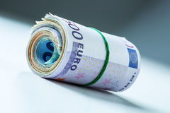 Свернутые банкноты евро несколько тысяч Открытый космос для вашей экономической информации Стоковая Фотография RF