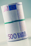 Свернутые банкноты евро несколько тысяч Открытый космос для вашей экономической информации Стоковое Изображение