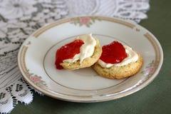 свернутые cream scones варенья Стоковое Изображение RF