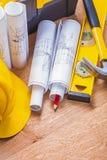 Свернутый уровень карандаша желтого защитного шлема светокопий красный Стоковое Изображение RF