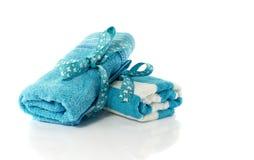 2 свернутых полотенца голубого и белого Стоковое Изображение
