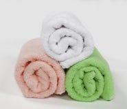 3 свернутых полотенца, изолированного на белой предпосылке Стоковое Изображение