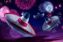 Сверхконтрастное изображение мексиканских шляп/sombreros в небе с стоковое фото rf